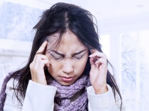 Зимняя депрессия, девушка в депрессии, симптомы и лечение зимней депрессии
